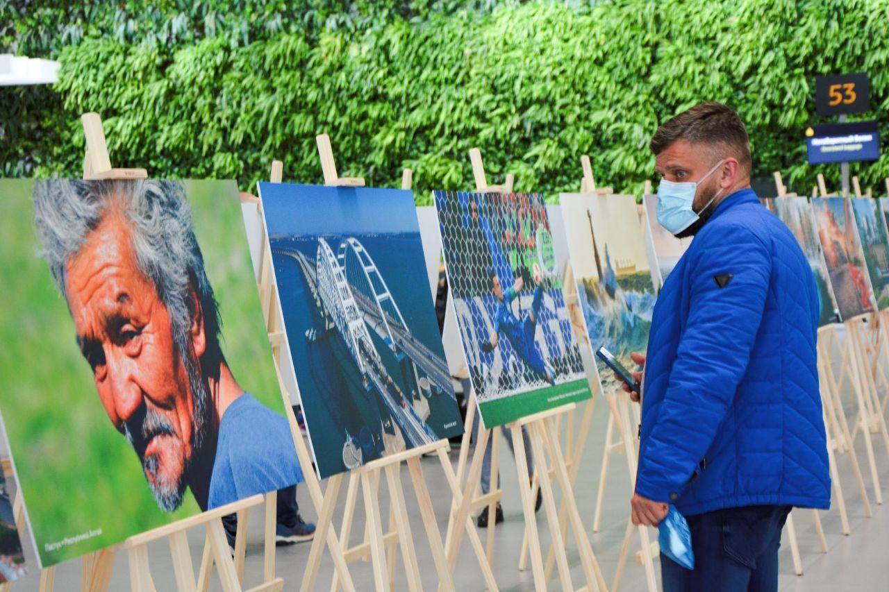 В аэропорту «Симферополь» открылась всероссийская фотовыставка ко Дню народного единства