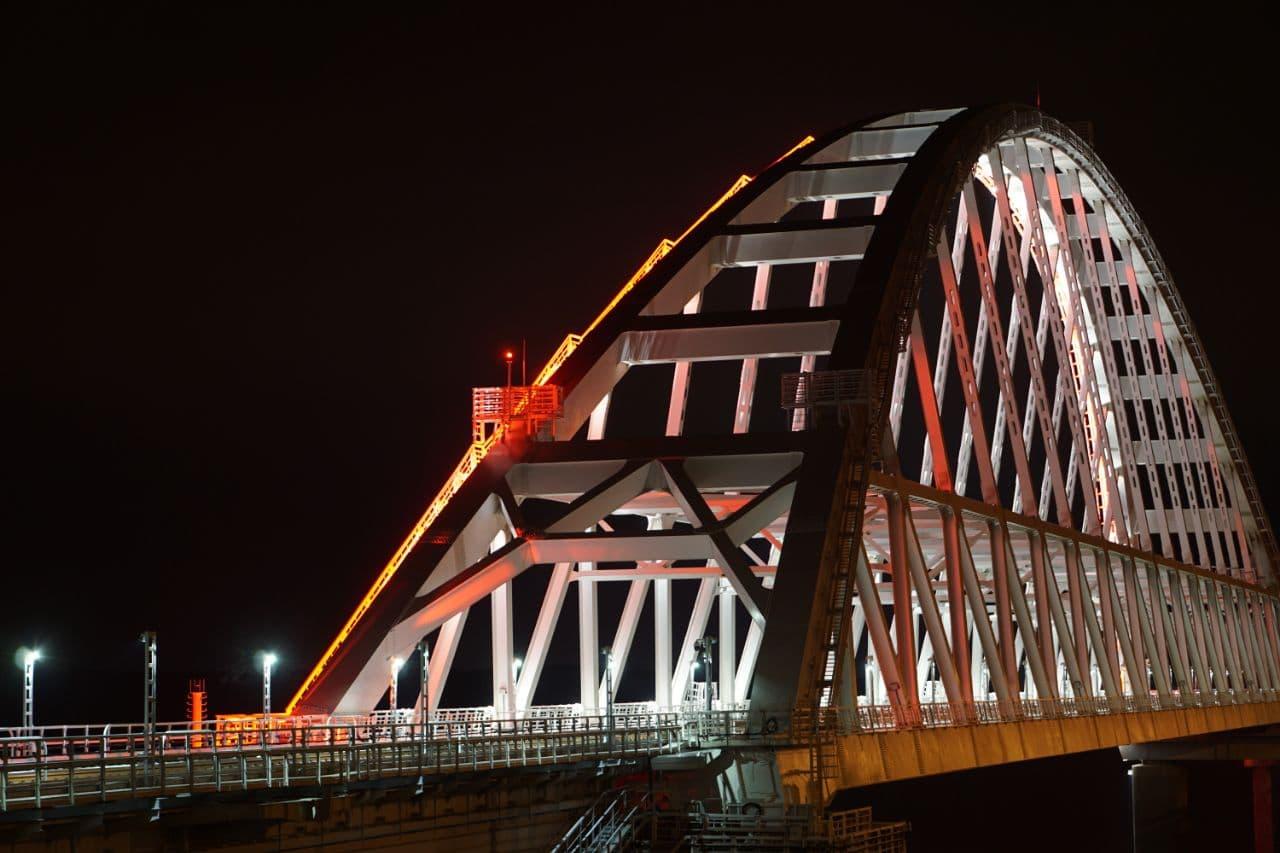 Крымский мост перекрыли из-за непогоды