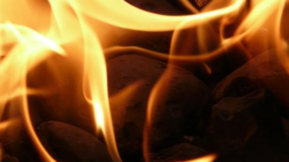 Резервуар с бензином загорелся в столице Крыма