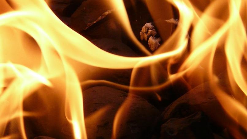 В Ялте на территории поликлиники сгорела будка охранника