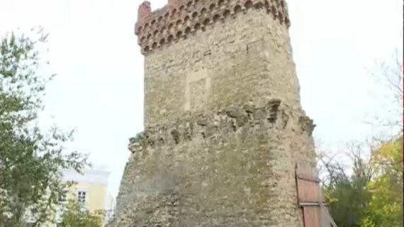 В Феодосии начали реконструировать памятник архитектуры – башню святого Константина