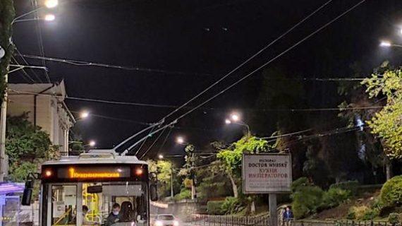 В Ялте заменили порядка 400 уличных светильников