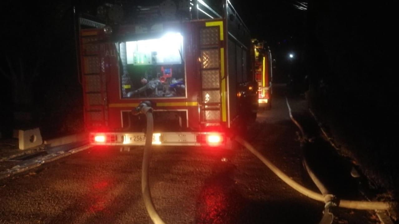 В Алупке спасатели тушили пожар в частном доме 2,5 часа
