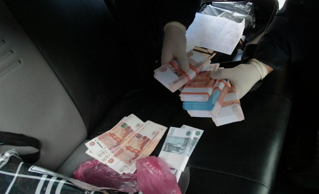 В Ялте лжесотрудник ФСБ обещал помочь избежать уголовного наказания за 2,3 миллиона рублей