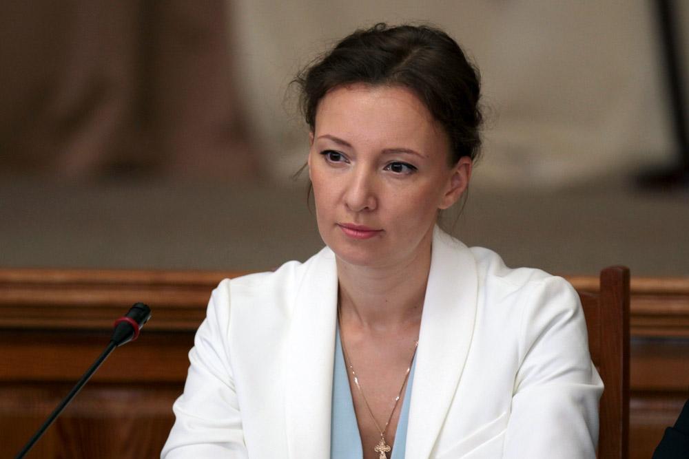 Анна Кузнецова заявила, что в Крыму необоснованно изъяли детей из многодетной семьи