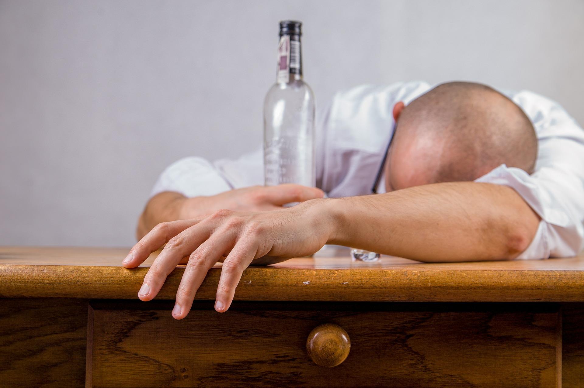 Четыре крымчанина предстанут перед судом за продажу опасного алкоголя