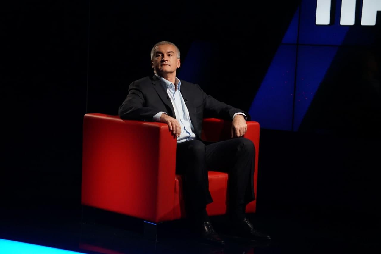 Глава Крыма сообщил, что пока не делал прививку от коронавируса