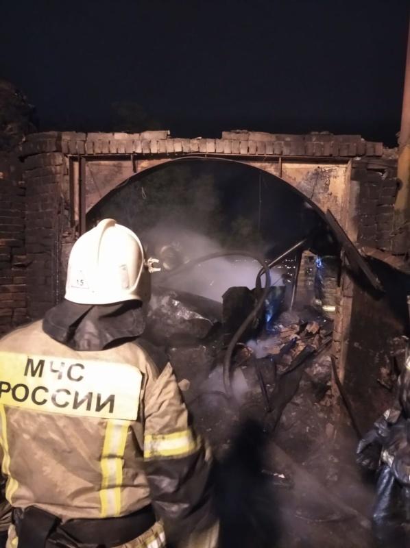 В Ялте потушили пожар в заброшенном здании