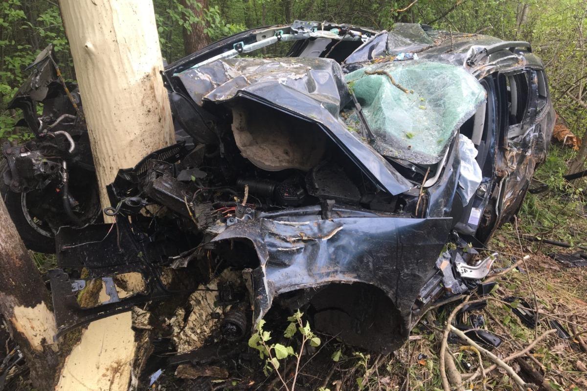 В Симферополе автомойщик угнал автомобиль клиента и попал в ДТП