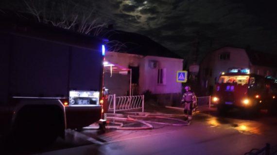 В Симферополе сотрудники МЧС на пожаре спасли 2 человека