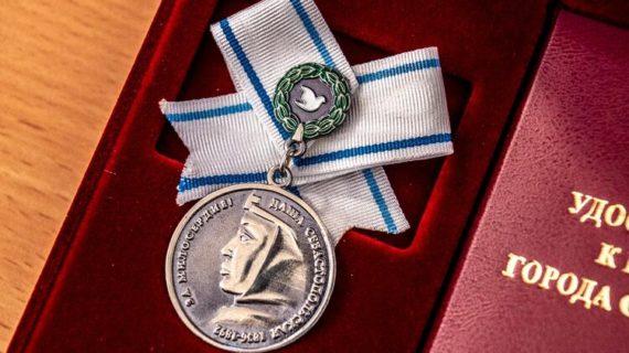 В Севастополе будут вручать 150 тысяч рублей вместе с медалью имени Даши Севастопольской