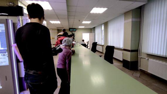 """""""В одном коридоре больные и здоровые"""": Глава Крыма поручил разобраться с очередями в поликлиниках"""