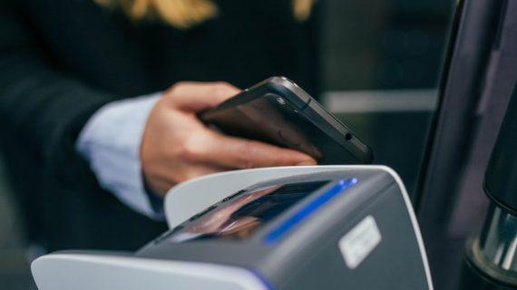 В Симферополе пенсионер похитил платёжный терминал с прилавка магазина