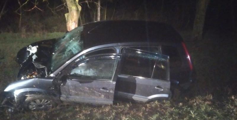 В Советском районе машина врезалась в дерево