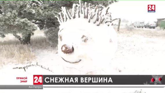 Первый снег в этом году укрыл Ай-Петри. Как развлекаются на зимней горе?