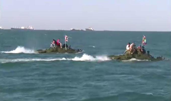 БТР во второй раз попытается пересечь Керченский пролив ради патриотической акции, в прошлый раз машина утонула
