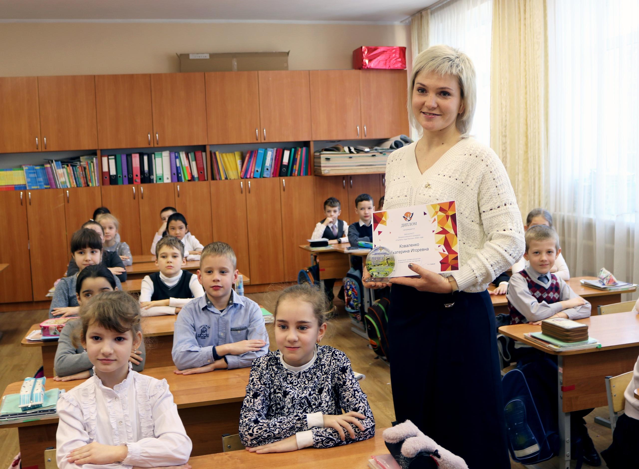 Аксёнов поздравил крымчанку, которая завоевала приз зрительских симпатий в конкурсе «Учитель года России – 2020»