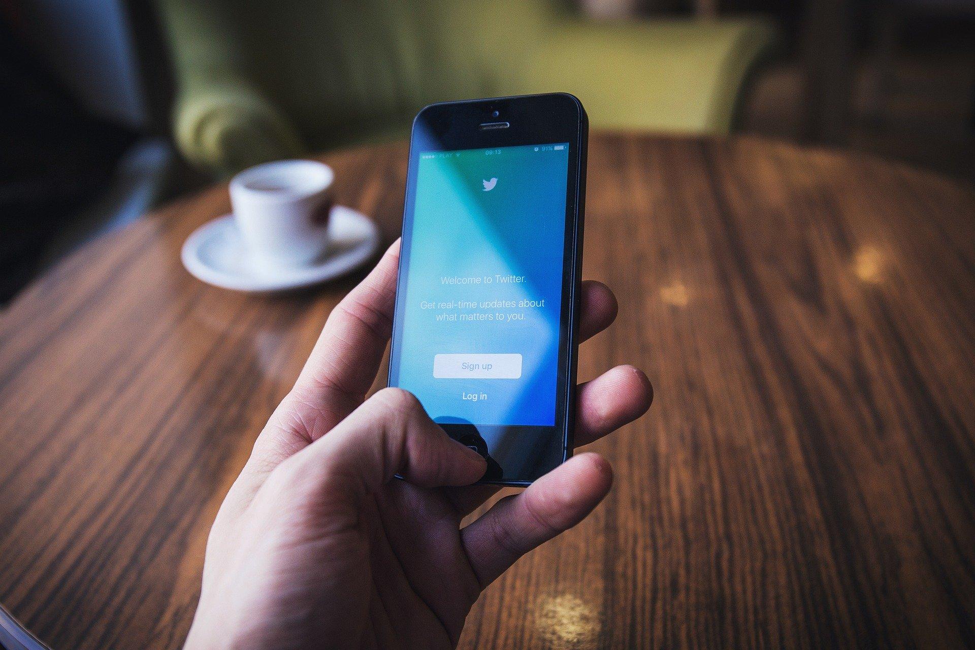 Twitter признал крымский аккаунт МИД России