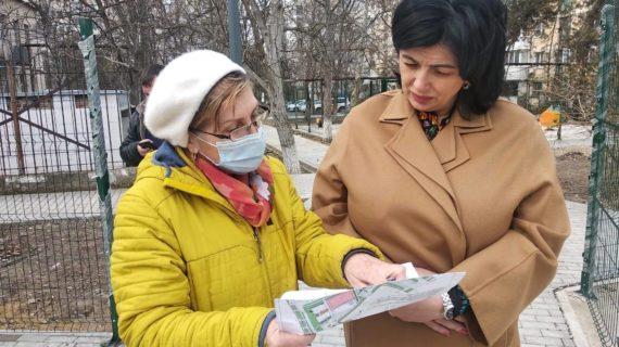 Мэр Симферополя осмотрела общественные пространства и дворы города