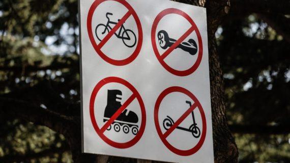 На набережных курортных городов Крыма запретят кататься на мопедах и электросамокатах