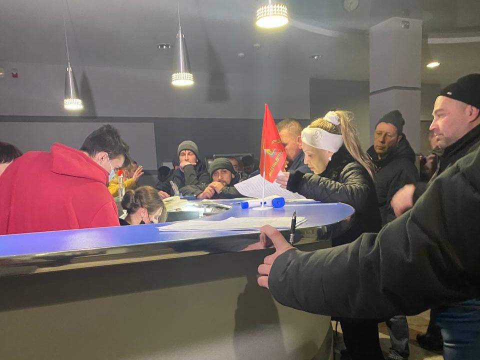Сотня человек застряла в Керчи из-за непогоды, их разместили на ночлег