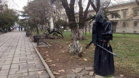 В Симферополе хотят заменить скульптуры в сквере имени Дыбенко на новые