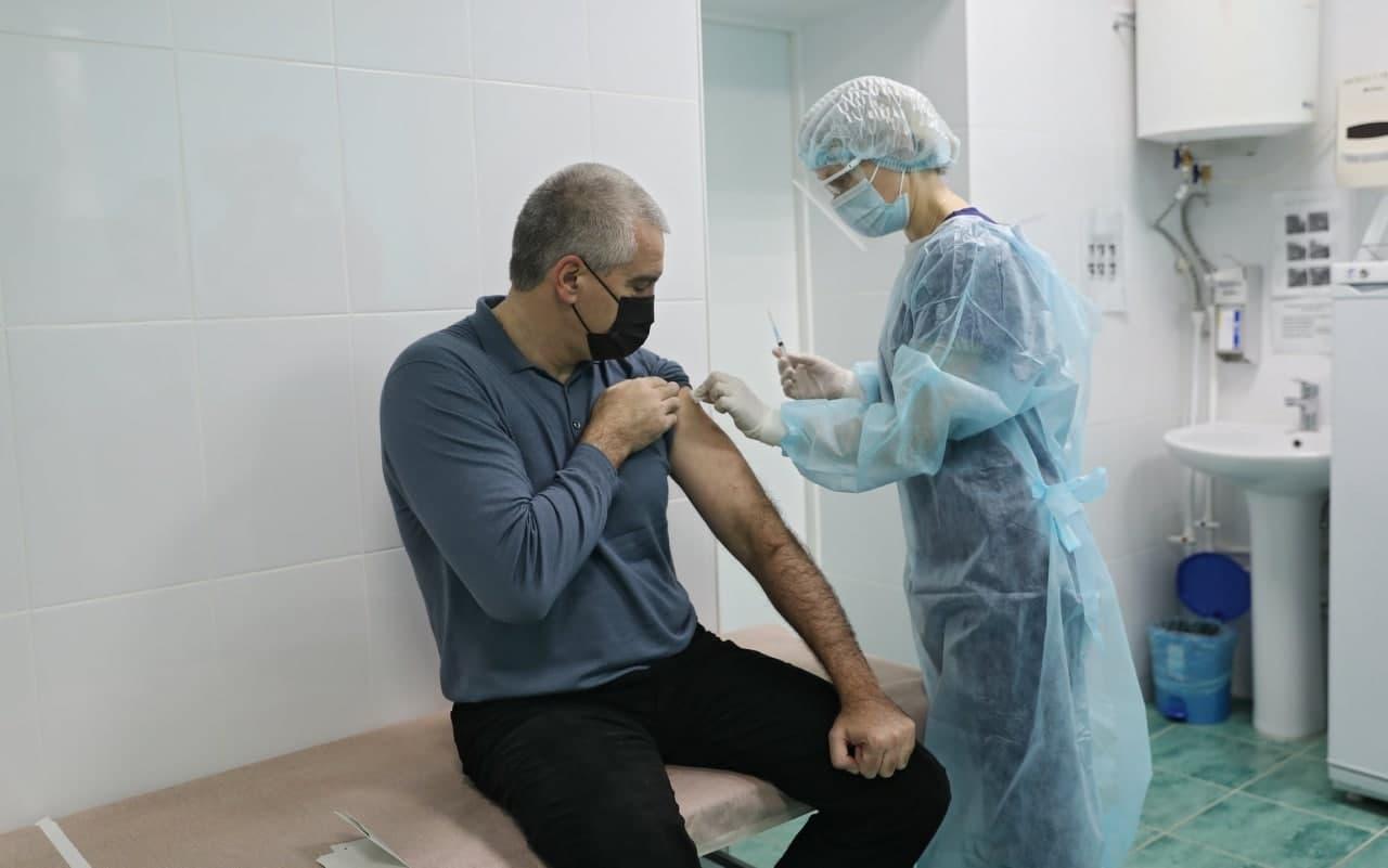 Глава Крыма рассказал, когда получит второй компонент вакцины от коронавируса