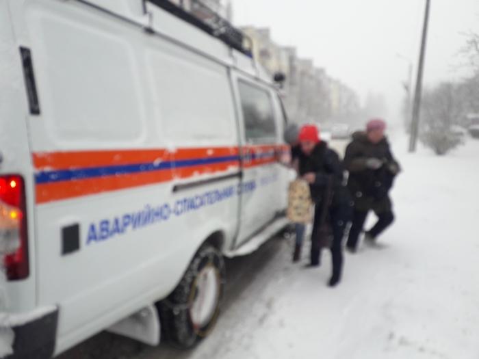 Под Феодосией эвакуировали 11 пассажиров из двух автобусов