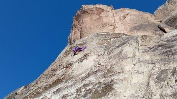 В Бахчисарае на 60-метровой высоте застрял бейсджамбер