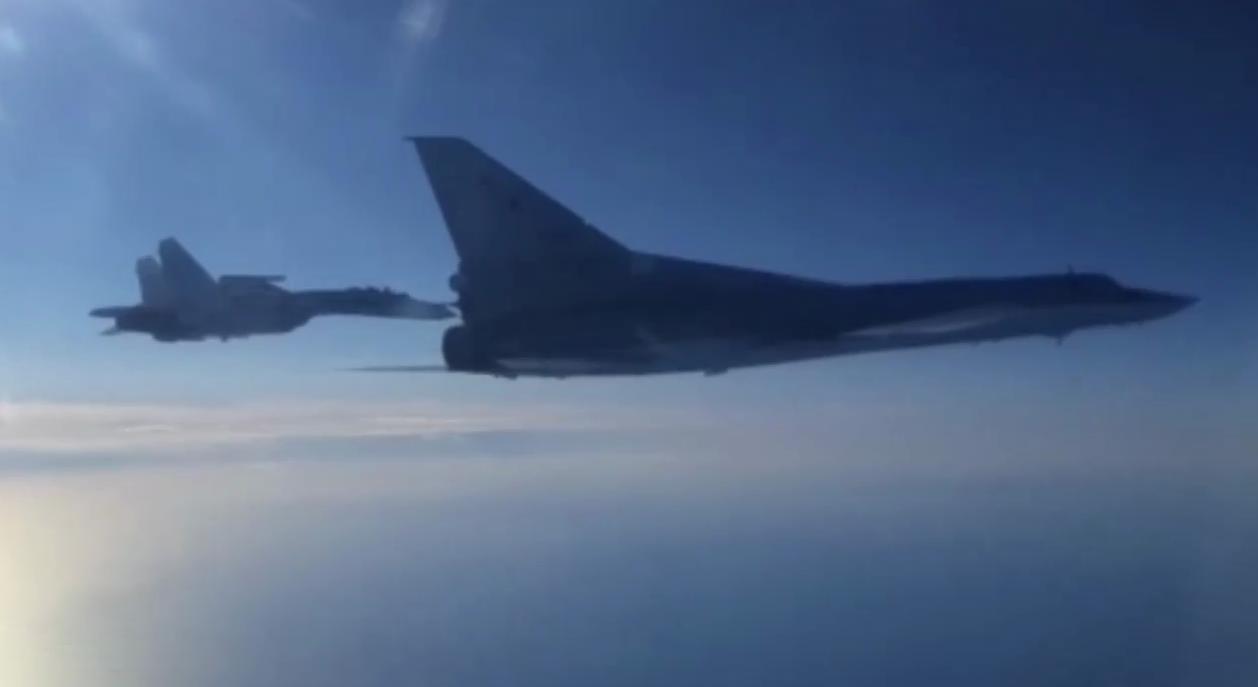Над Черным морем пять часов летали два бомбардировщика РФ