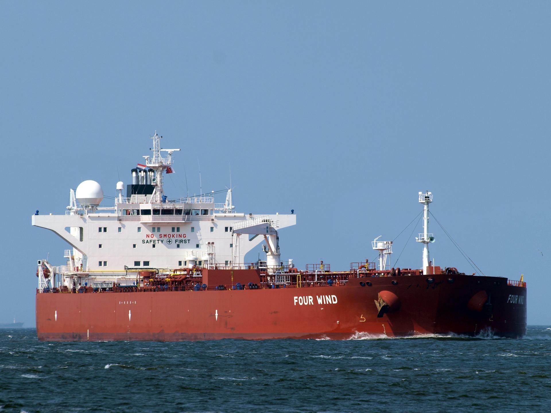 Экипаж судна в Керченском проливе эвакуируют из-за отравления, один человек скончался