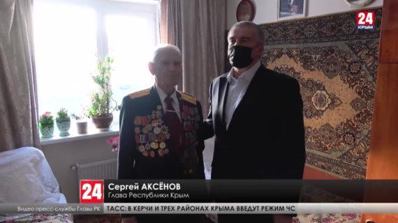 Глава Крыма Сергей Аксёнов поздравил с наступающим Днём защитника Отечества участника Великой Отечественной войны