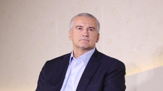 Аксёнов отметил важность преподавания спецкурса в школах, который будет формировать навыки в сфере гостеприимства