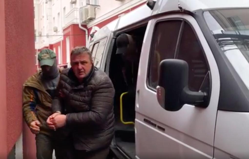 В Крыму задержали мужчину, который собирал информацию для спецслужб Украины и возил в машине взрывчатку. Видео
