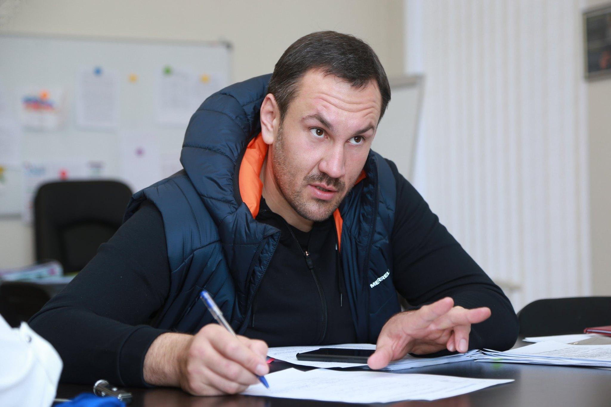 «Когда на эмоциональном взводе»: Председатель Госкомрегистра Крыма признался, что тоже использует ненормативную лексику