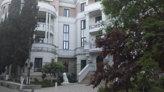 Откровения шпиона: Американское «Радио Свобода» собирает информацию о недвижимости Зеленского в Крыму