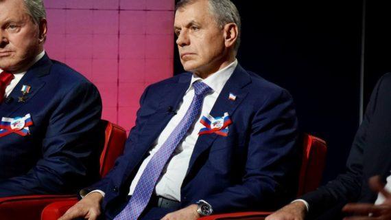 Путин наградил председателя Госсовета Крыма Владимира Константинова орденом Александра Невского
