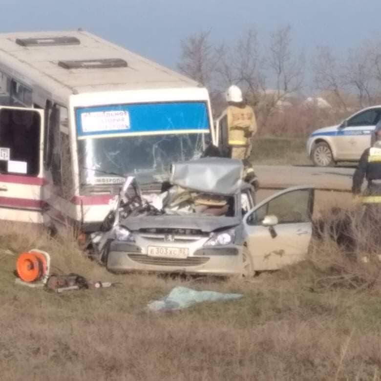 Смертельное ДТП: В Крыму столкнулись автобус, легковушка и КамАЗ