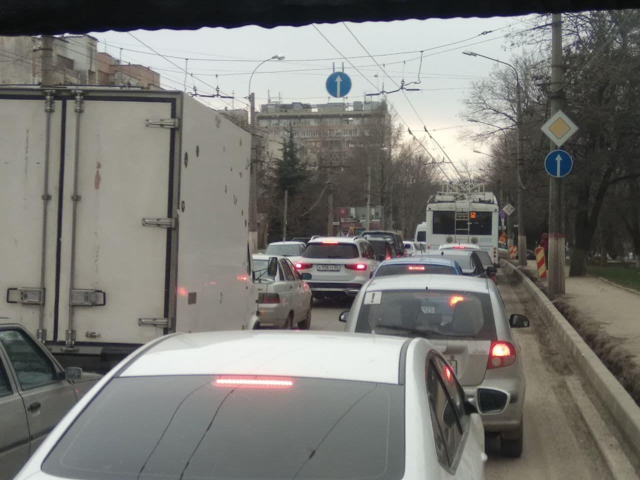 В Симферополе утром в понедельник пробки достигли девяти баллов