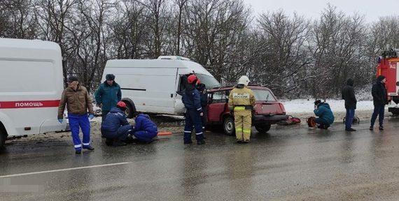 В Первомайском районе лоб в лоб столкнулись два автомобиля: Один человек погиб