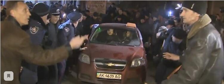 Собчак высмеяла бегство Порошенко из Крыма на такси в 2014 году