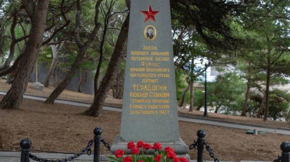 На месте первого захоронения героя обороны Севастополя Александра Терлецкого установили памятник