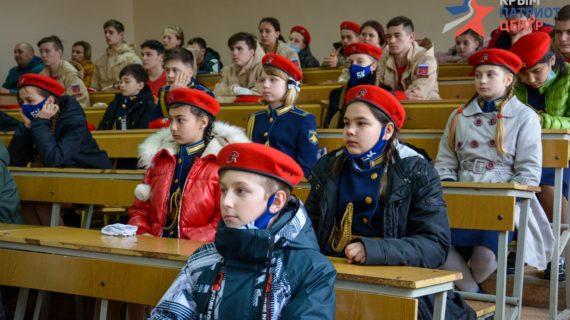 В Крыму 250 школьников стали юнармейцами