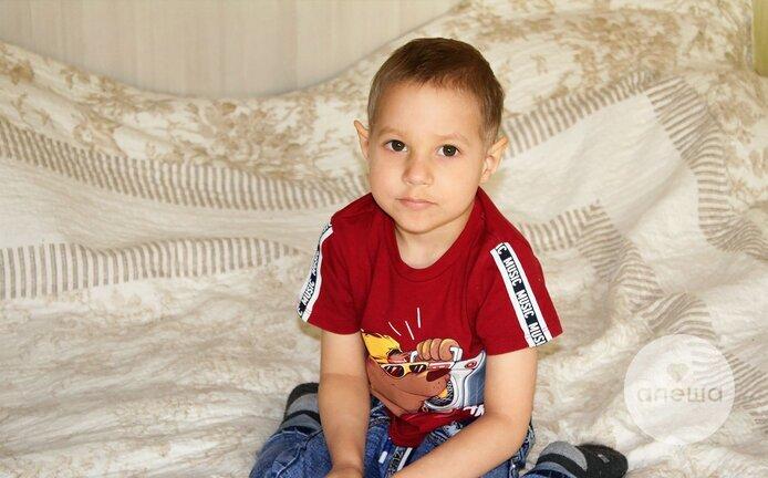 Низкий иммунитет, ломкие ногти, язвы на слизистых: 3-летнему крымчанину Никите нужна дорогостоящая операция
