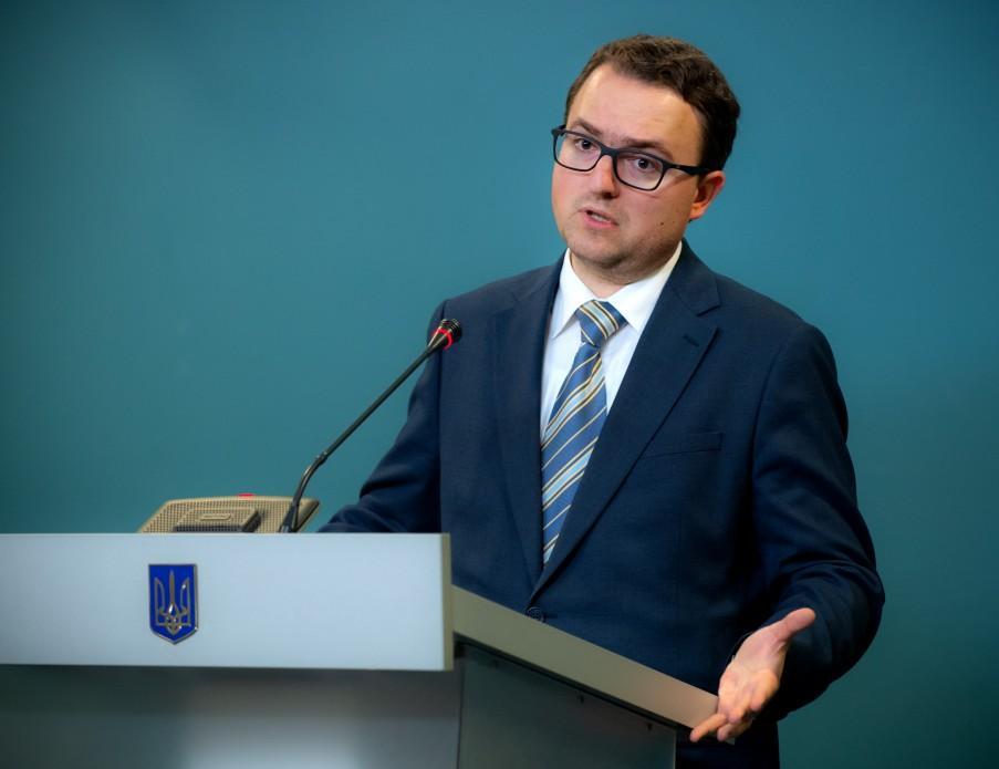 Фантомное постпредство и прочие декларации: как Украина делает вид, что сможет вернуть Крым, и кто зарабатывает на этом