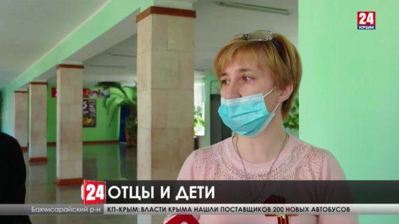 Учитель истории в крымской школе вместо замечания в дневнике взял палку и побежал за учеником. Что стало причиной перепалки?
