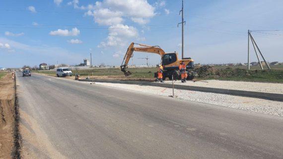 На дороге Славянское - Евпатория закончили укладку асфальта