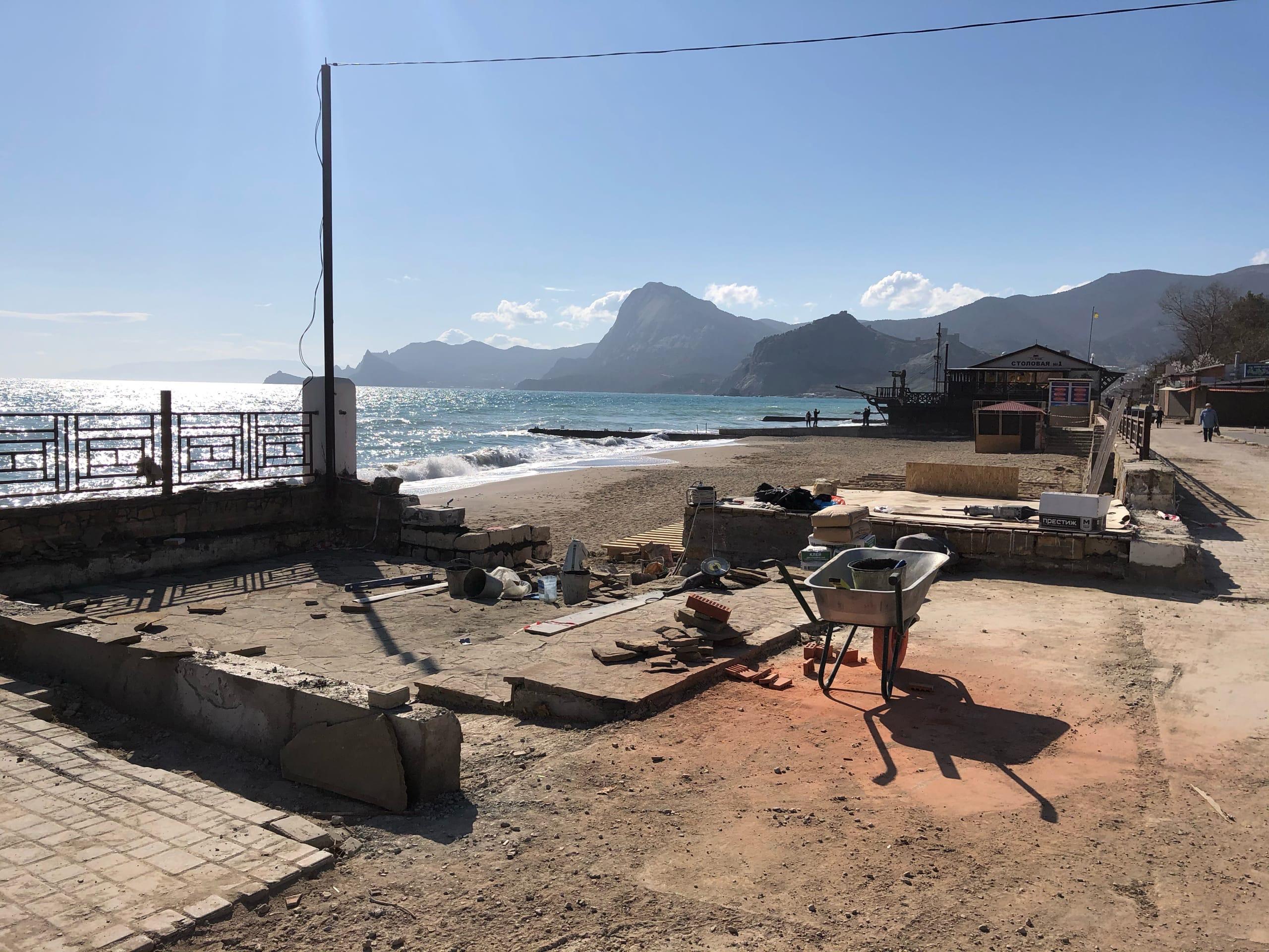«Это благоустройство»: В администрации Судака прокомментировали застройку Колхозного пляжа