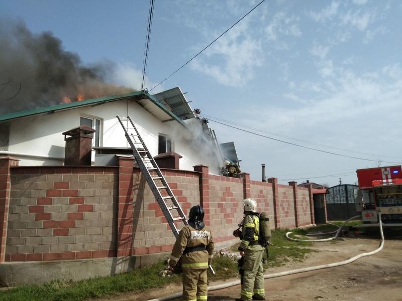 В Севастополе произошёл крупный пожар в жилом доме