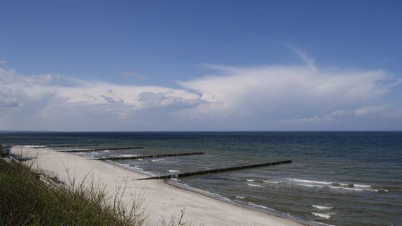 Под Судаком на одном из центральных пляжей разрушаются берегоукрепительные сооружения